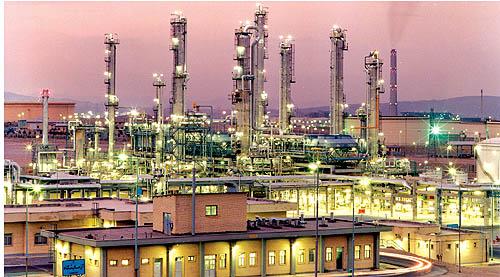 افزایش قیمت فرآورده های نفتی برای توسعه پالایشگاهها بحث تازه ای نیست