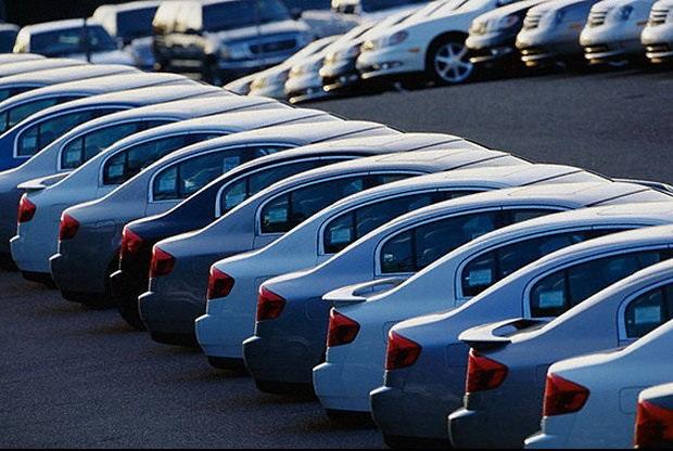 عرضه خودرو با قیمت ۵ درصد زیر حاشیه بازار استمرار مییابد