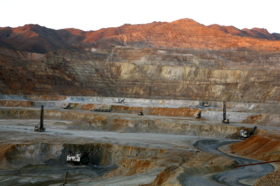 درآمد ایران از محل فروش مواد معدنی بیشتر از نفت میشود