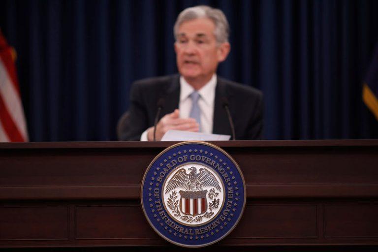 اثر افزایش نرخ بهره بر طلا و دلار؛ بازارها در انتظار صورتجلسه فدرال رزرو