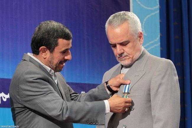 هشدار در باره خطر جدی روی کار آمدن دوباره پوپولیسم : باید به احمدینژاد جایزه داد